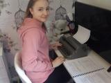Leoni learns braille in lockdown